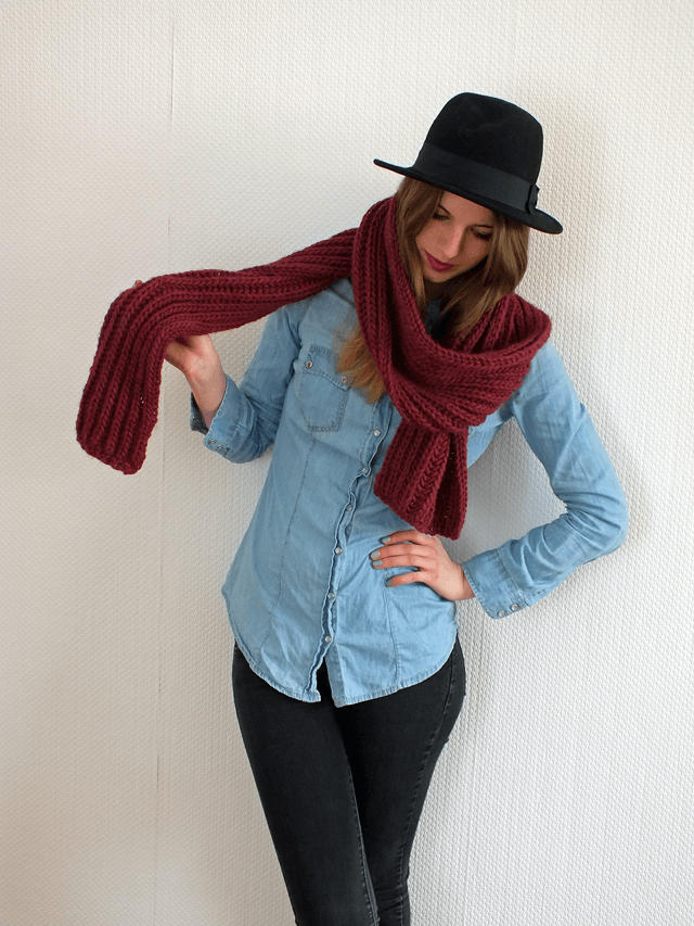 Knit Scarf by Hanna Ulala