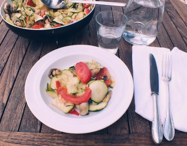 summery steamed zucchini with mushrooms and tomatoes